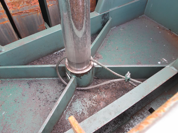 Safety Cable Ensures That Platen Will Not Fall Due to Pin Failure
